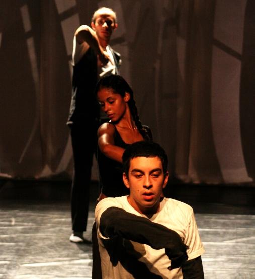 """Identidade"" Centro Cultural São Paulo (2006) - choreography by Luiz Fernando Bongiovanni"