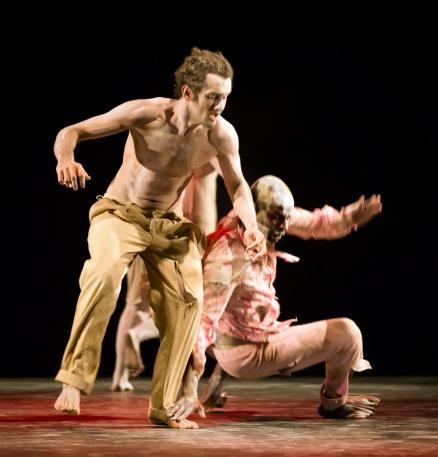 HA DÔ Butoh Dance Performance. Choreography: Tadashi Endo. Music: Daniel Maia. Photo: Maciej Rusinek